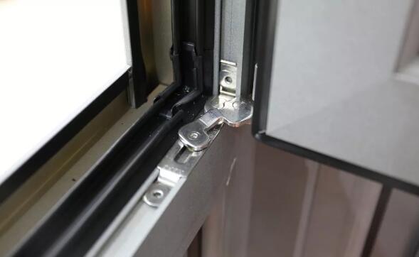 安装有定位装置的窗户
